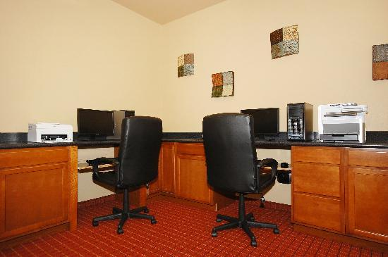 La Quinta Inn & Suites Huntsville Airport Madison: No laptop! No worries.  We have a fully equipped Business Cener!