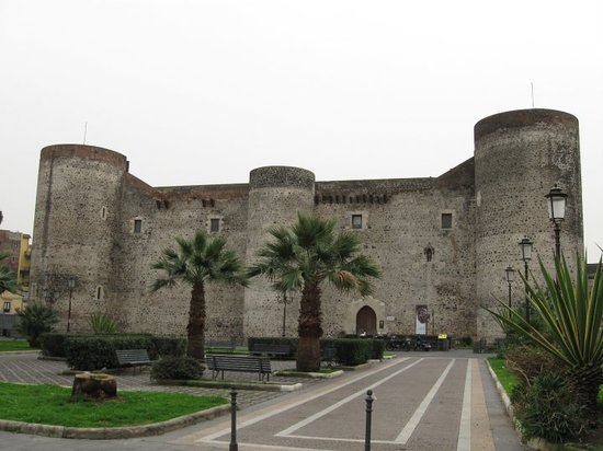 Катания, Италия: Ursino Castle built by Frederick II of Swabia (1198-1250) - Catania Municiple Museum