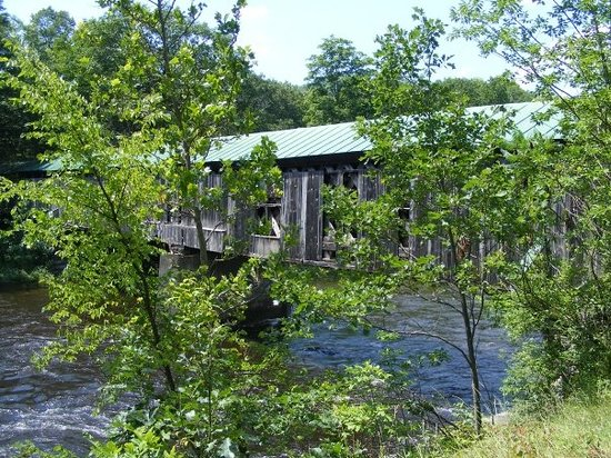 Brattleboro, VT : Covered bridge in Townshend. West River flowing below 