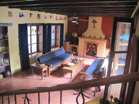 Casa De Leyendas: Main sitting area at entrance