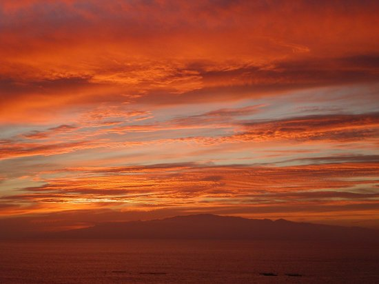 Fiesta Hotel Paraiso Floral: Sunset over La Gomera - from balcony