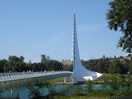Redding, Kalifornien: The Sundial Bridge.  It connects two parts of the Turtle Bay Exploration Park.