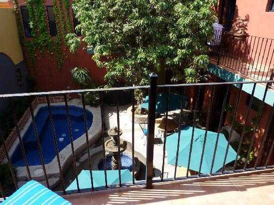 Casa De Leyendas: patio pool area