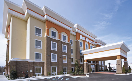 BEST WESTERN PLUS Goodman Inn &amp; Suites: Beautiful Side View