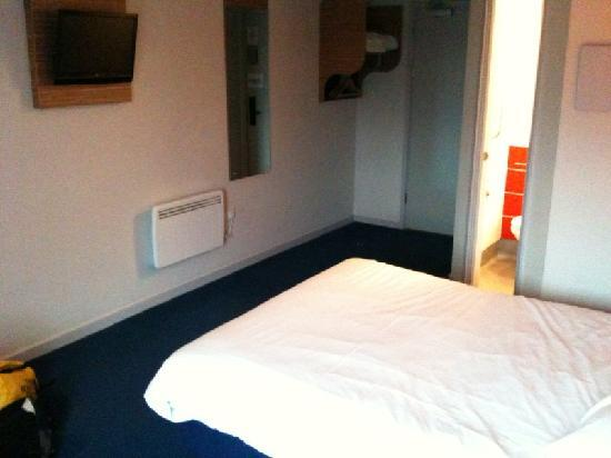 Chelmsford, UK: Spacious, comfortable rooms with TV