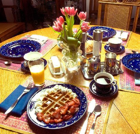 East Hampton Art House Bed and Breakfast : Yum! Great breakfast cooked to order.