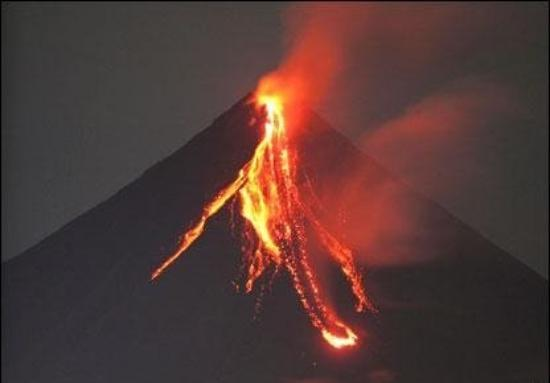 Mayon Volcano (eruption) - Picture of Mayon Volcano ...