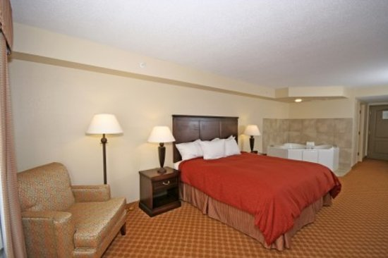 Country Inn &amp; Suites Chester: Suites and Guest Rooms Available