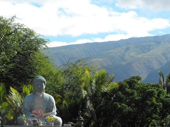 Lahaina Jodo Mission and the West Maui Mountains