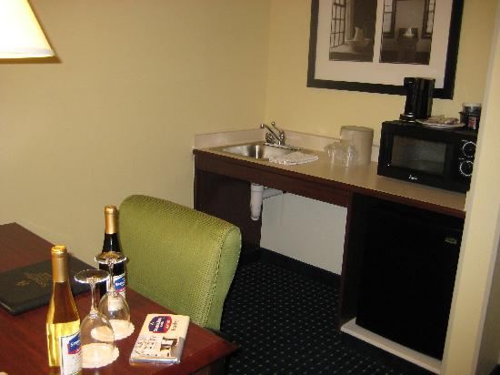 SpringHill Suites Hershey: kitchenette