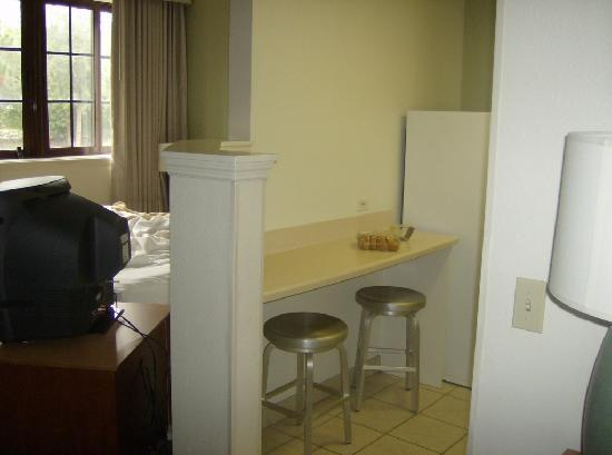Extended Stay America - Fort Lauderdale - Cypress Creek - NW 6th Way: Kitchen Sitting Area