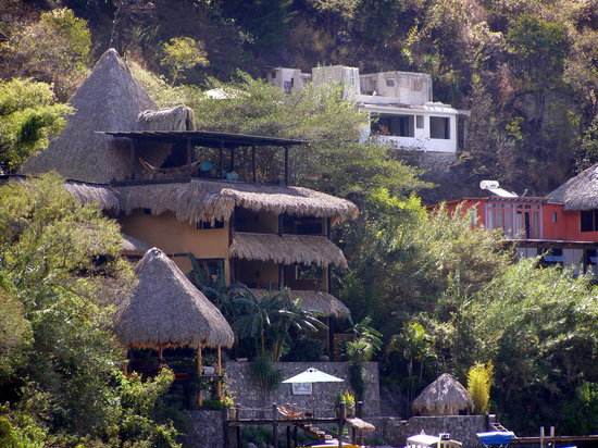 Laguna Lodge Eco-Resort &amp; Nature Reserve: Laguna Lodge from the trail