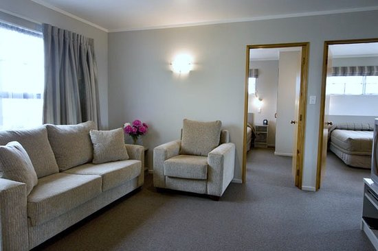 Knightsbridge Court Motor Lodge: Family Units