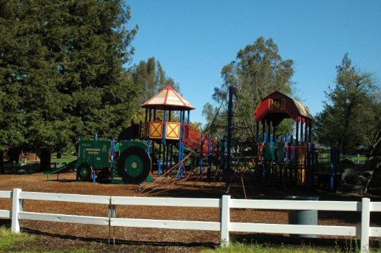 San Francisco North / Petaluma KOA: Playground for the kids!