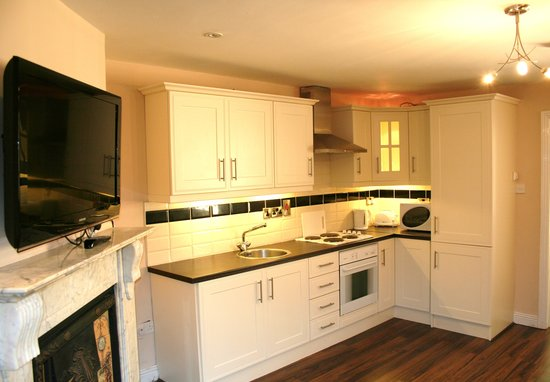 Capel Street Apartments: kitchen