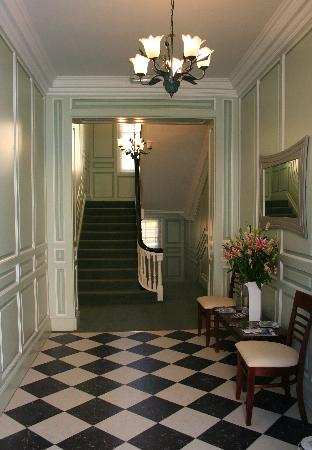 Capel Street Apartments: hallway