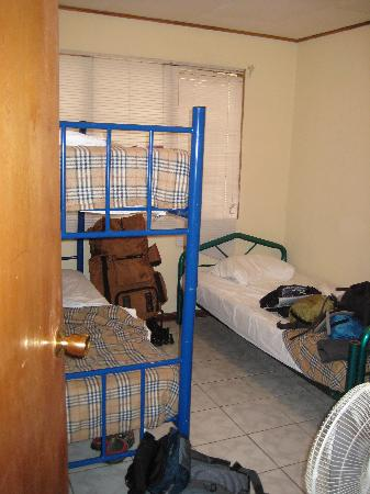 Alajuela Tropical Hostel: bedroom