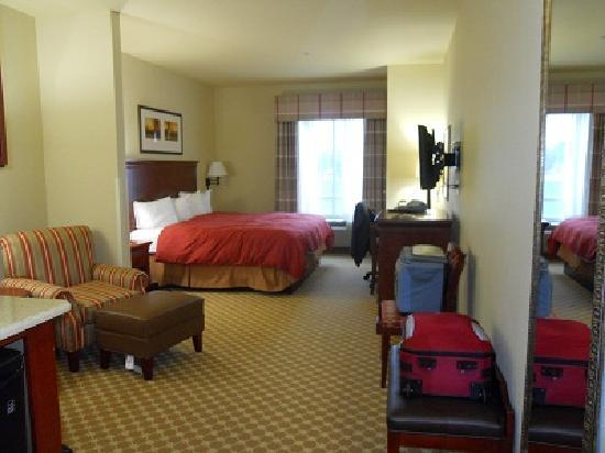 Country Inn & Suites: Our Room
