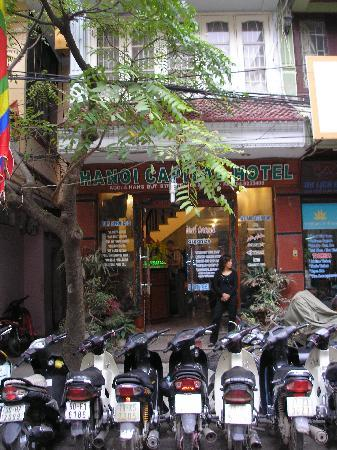 Hanoi Capital Hotel : Quiet street and the hotel