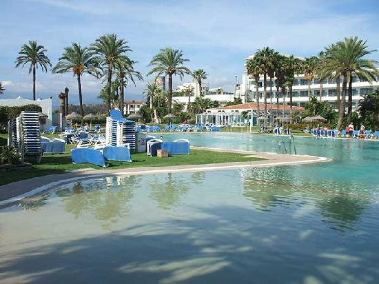 Atalaya Park Golf Hotel and Resort: Garten-Meerseite