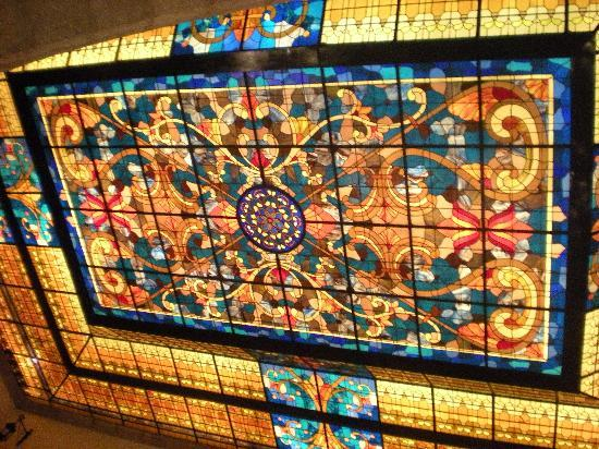 Hotel Virrey de Mendoza: stained glass lobby ceiling