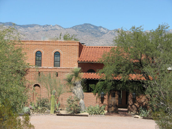 Desert Trails Bed and Breakfast: Front View