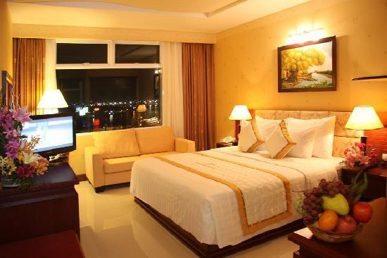 Northern Hotel: River View Deluxe