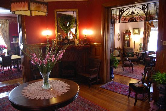The Gables Bed and Breakfast: common area