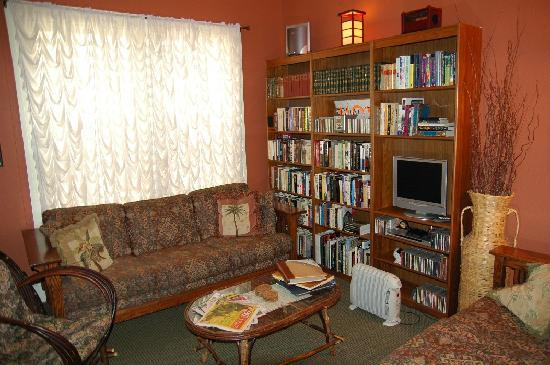 The Willows Bed and Breakfast Inn: Sitting Room