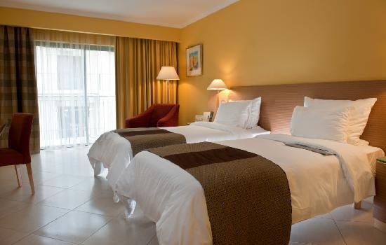 Le Meridien St. Julians: Classic Room with twin beds