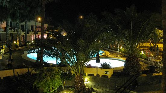 Sunsuites Carolina: By night