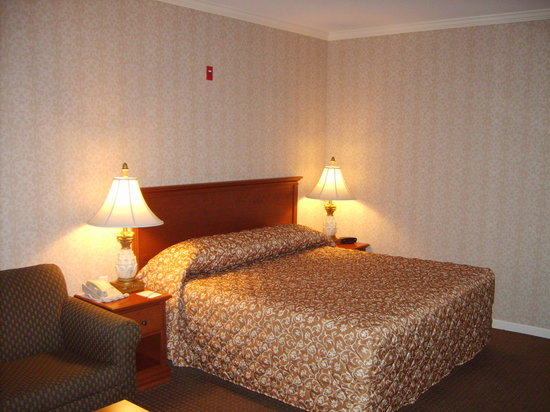 Avenue Inn &amp; Spa: Room 323 Very nice sheets and comfy bed!