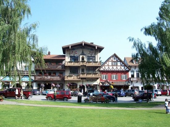 looking from the park across to the shops in Leavenworth