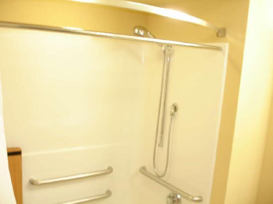 Staybridge Suites Chantilly - Fairfax / Dulles Airport: Shower