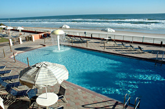 La Quinta Inn & Suites Oceanfront Daytona Beach: Pool-Daytona Beach