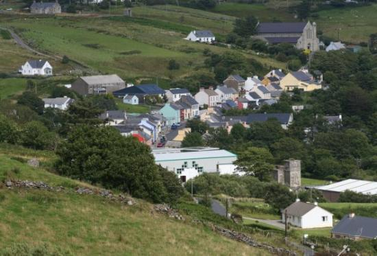Donegal Town, Ierland: town of Kilcar upper right is the church I get married in