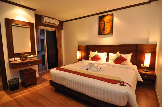 Hemingways Hotel Patong Beach: Deluxe with King size bed