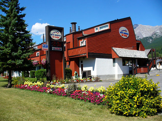 Canmore&#39;s Rocky Mountain Ski Lodge