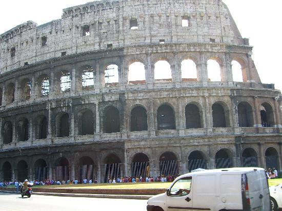 Youth Station Hostel: the magnificent colloseum