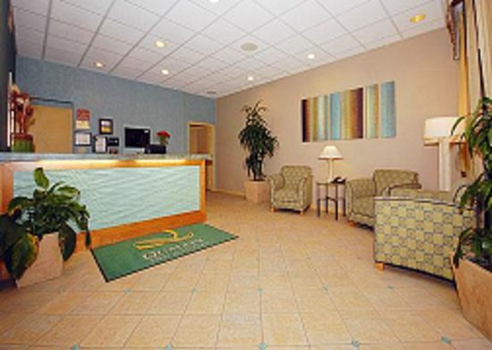 Quality Inn & Suites Hermosa Beach: Lobby Area