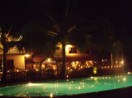 Asian Jewel Boutique Hotel: Night Time at the Jewel