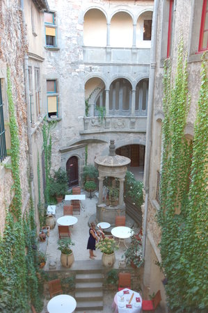 Hotel d'Alibert: Courtyard of hotel
