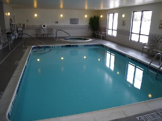 Quality Inn Central: indoor pool and whirlpool