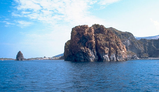 Isola Vulcano, Italie : faraglioni 