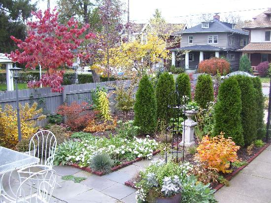 Lady Linden Bed and Breakfast: The Patio Garden in Fall