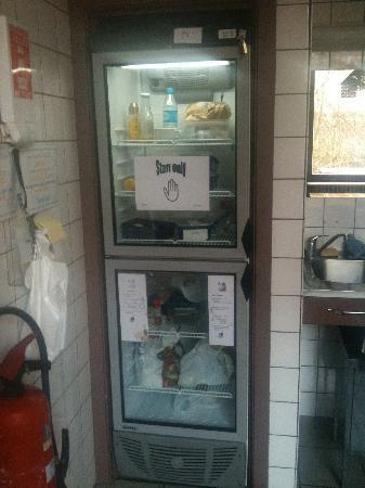 Auberge de Jeunesse Gnration Europe: Clean fridge for your own provisions