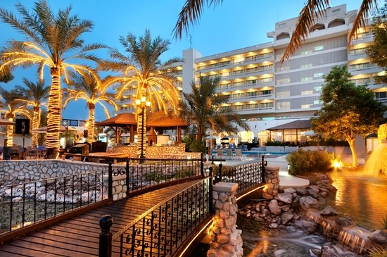 Hilton Al Ain: Exterior by the pool