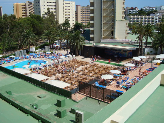 Hotel Sol Mirlos/Tordos: View from room on 2nd floor