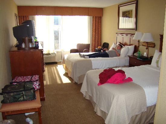 Holiday Inn Pigeon Forge: my son relaxing after the long trip