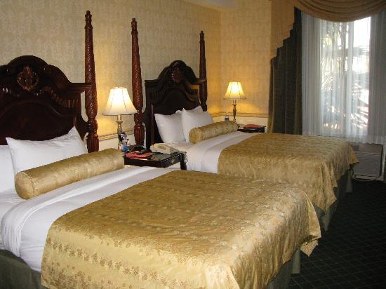 Ayres Hotel Anaheim: 2 Queen Bed room
